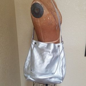 SILVER MICHAEL KORS CROSS BODY PURSE